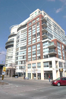 550 queens quay waterfront condos for sale